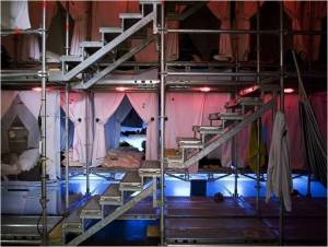 Metavilla (mets ta vie là)  © Patrick Bouchain, Biennale internationale d'architecture de Venise, 2006 EXYZT + Patrick Bouchain + Daniel Buren + Liliana Motta + Jean Lautrey + Igor Dromesko + Lucien Kroll…